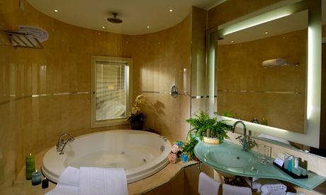 Percorso Spa più camera o suite per 2 persone al centro benessere Aquacharme (sconto fino a 32%)
