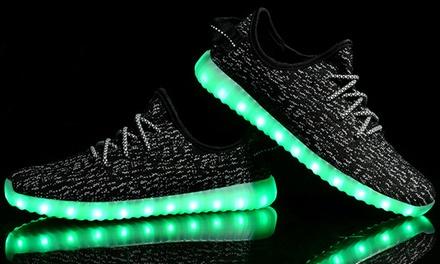 הטרנד הלוהט של נעלי ה-LED! נעליים זוהרות ואופנתיות לילדים ולנוער עם 7 צבעים ו-11 מצבי תאורה מתחלפים
