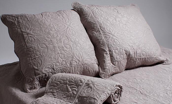 Boutis matelassé pour lit double avec taies d'oreiller, coloris et taille au choix à 34,90 €