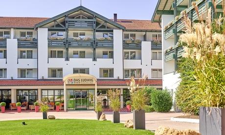 Bad Griesbach: 2 oder 6 Nächte für 2 mit Halbpension, 1x Glas Sekt, Wasserbar und Thermennutzung im 4*S Hotel Das Ludwig