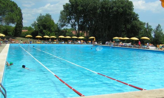 Romantico menu di pesce a bordo piscina ristorante for Piscina n club