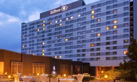 Düsseldorf: tweepersoonskamer voor twee met ontbijt en naar keuze romantisch 4gangendiner in Hotel Hilton Düsseldorf