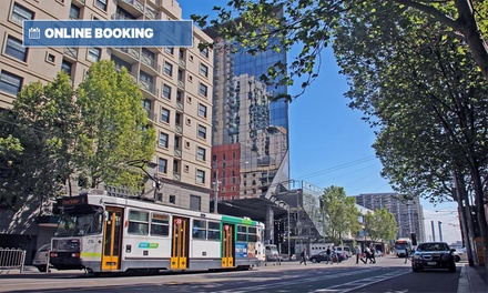 Melbourne: Studio or Apartment Stay for Up to 4 People with Wine and Late Check-Out at 4* Arrow on Spencer