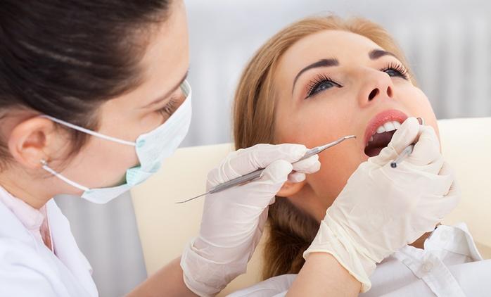 Visita odontoiatrica con pulizia denti e smacchiamento air flow o in più sbiancamento LED