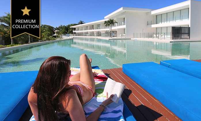 Port Douglas: Resort Getaway for Up to Six People with Wine and Late Check-Out at Pool Resort