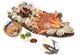 """Le Petit Marin: Plateau """"Amiral"""" de coquillages et produits de la mer pour 2 personnes à 49,90 € au restaurant Le Petit Marin"""