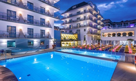 Costa del Maresme: 5 o 7 noches en habitación doble o triple para 2 o 3 con media pensión y niño extra en Hotel Alhambra