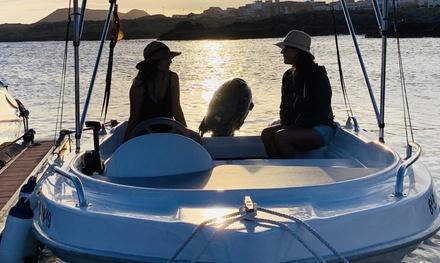 Alquiler de barco durante 2 o 4 horas para hasta 5 personas con Tenerifeboats (42% de descuento)