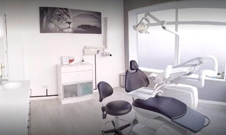 Una, dos o cuatro sesiones de higiene dental con revisión en Clínica Sanaré Dental (hasta 62% de descuento)