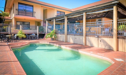 Brisbane: 1 or 2 Nights or 4 with Breakfast, Wine and Late CheckOut at Pegasus Motor Inn and Serviced Apartments