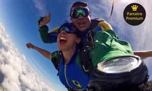 Escola Brasileira de Paraquedismo: Salto de paraquedas duplo para 1 pessoa (opção com 5 fotos) na Escola Brasileira de Paraquedismo – Boituva