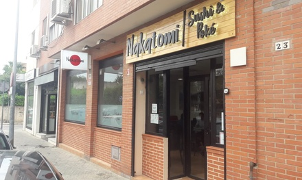 Menú fusión para 2 o 4 con entrante, principal, postre y bebida en Nakatomi Sushi&Poke (hasta 54% de descuento)