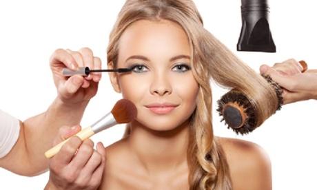 Seduta di bellezza per capelli con taglio, piega, colore e trattamenti aggiuntivi al salone Eden Parrucchieri