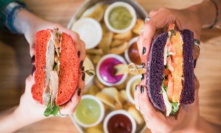 ⏰ Menu con burger vegano per 2 o 4 persone al Vita Italia Burger di Torino (sconto fino a 50%). Prenota&Vai!