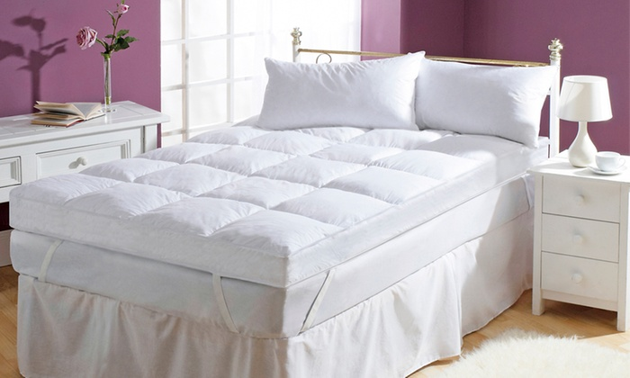 Groupon Goods Global GmbH: Starry Night 5-Inch Hollow-Fibre Mattress Topper from €64.99 With Free Delivery (Up to 54% Off)