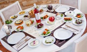 Hotel Omega: 20 verschiedene griechische Meze für 2 oder 4 Personen im Hotel Omega (bis zu 61% sparen*)