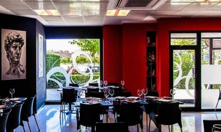 Menú para 2 con surtido de entrantes, principal, postre y botella de vino o bebida por 19,95€ en Restaurante La Vendetta