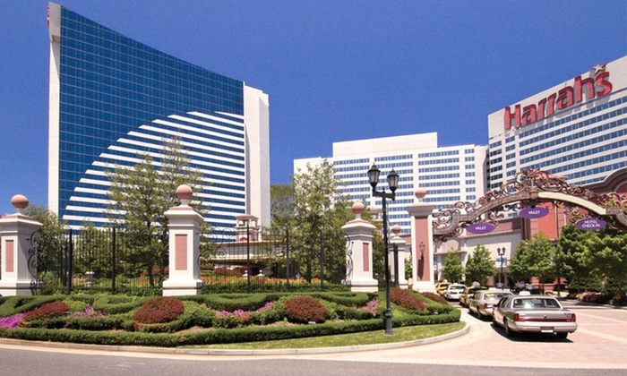 null - Philadelphia: Stay with Welcome Drinks, Dining Credit, and Late Checkout at Harrah's Resort Atlantic City