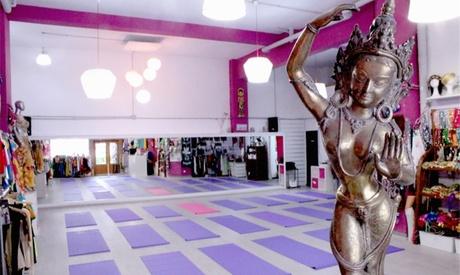 Clases a elegir presencial u online de zumba, yoga, pilates o danza del vientre en Efimeral