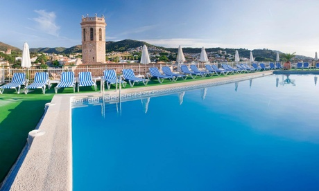 Pineda de Mar: habitación doble con desayuno, MP o pensión completa para 2 adultos y opción a 2 niños en Hotel Mercè