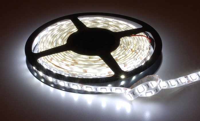 Strisce LED adesiva da 5 metri disponibile in 5 colori a 10 € in diversi colori (87% di sconto)