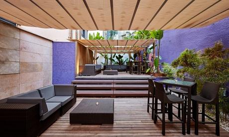 Aperitivo para 2 o 4 personas en terraza con tapeo y bebida desde 9,90 € en Hotel Barcelona Catedral 4*