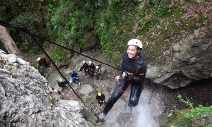Natura Avventura associazione sportiva dilettantistica: Esperienza di canyoning di 4 ore per una o 2 persone da Natura Avventura A.S.D. (sconto fino a 63%)