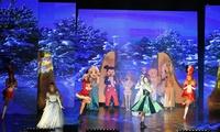 """2 ou 3 places pour le spectacle """"Les fabuleuses histoires de Mamie Noël"""" dès 30,90€ au Music Hall Le Paradis des Sources"""