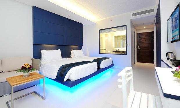 Phuket: 4* Beach Resort + Flights 1