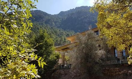 Albacete: 1 o 2 noches para 2 con desayuno, detalle de bienvenida y opción a 1 comida en Hostal Sierra del Agua