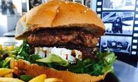 Menú para 2 o 4 personas con entrante, hamburguesas, postre y bebida desde 19,95 € en NYC Taxi Bar Los Nidillos
