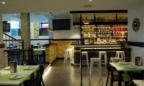 Menú para 2 o 4 personas con ración, tosta XXL, postre y bebida desde 16,95 € en La Escalera del 15