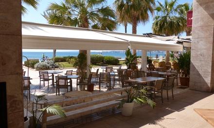 Menú fusión para 2 o 4 personas con entrante, principal, postre y bebida desde 49,95 € en Marina Bistrof