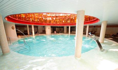 Circuito spa de 90 minutos para 2 personas con piscina exterior y opción a cena bufetdesde 24,95 € en Holiday Village Oferta en Groupon