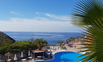 Acceso a la piscina con hamaca, sombrilla, almuerzo y bebida para 2 en Marazul Beach Club (con 53% de descuento)