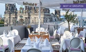 Humboldt Terrassen: Berliner King-Size-View Currywurst mit Steakhouse-Pommes für 2 oder 4 auf den Humboldt Terrassen (bis zu 45% sparen*)