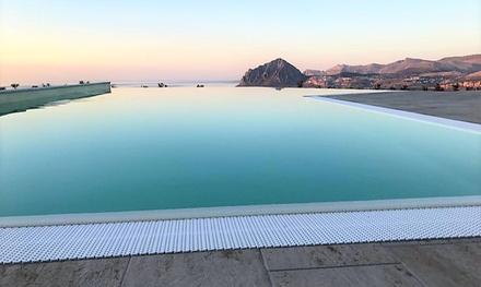 Valderice: tweepersoonskamer met ontbijt of halfpension, spa en naar keuze strandservice, in 4* Hotel Venere di Erice