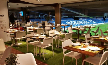 Menú para 2 o 4 con aperitivos, entrantes, principal, postre y botella de vino desde 49,90 € en Real Café Bernabéu