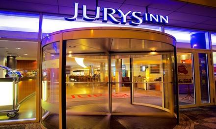 Praga: habitación doble estándar/twin o premium king para 2 personas con desayuno buffet en Jurys Inn Prague de 4*