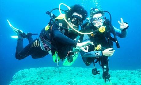 Bautismo de buceo para 1 o 2 personas con Cala Santanyi Diving Center (hasta 37% de descuento)