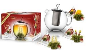 Théière en verre et fleurs de thé