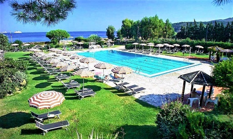 Isola d' Elba: da 2 a 7 notti in mezza pensione e servizio spiaggia presso Hotel Fabricia 4*. Per 1 persona