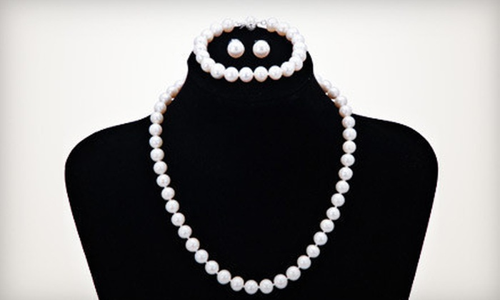 24/30 Surplus - New Haven: $49 for a Pearl-Jewelry Set with a Necklace, Bracelet, and Earrings from 24/30 Surplus in New Haven ($750 Value)