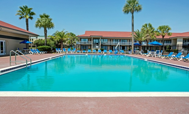 2 Star Fernandina Beach Hotel Fl Stay With Two Drinks