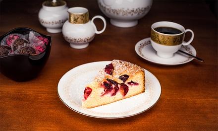 Hausgemachter Kuchen (tagesabhängig) mit Heißgetränk für bis zu 4 Personen im Café Schwesterherz (bis zu 47% sparen*)