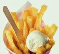 Villa de frit: Friet met curryworst en een saus naar keuze bij Villa de Frit