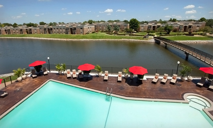 Isola Bella - Oklahoma City: 1-Night Stay with Optional Thanksgiving Dinner or New Year's Eve Shuttle at Isola Bella in Oklahoma City, OK