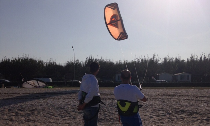 Blaskite - Blaskite: Una o 3 lezioni di kite surf per una o 2 persone da Blaskite (sconto fino a 87%)