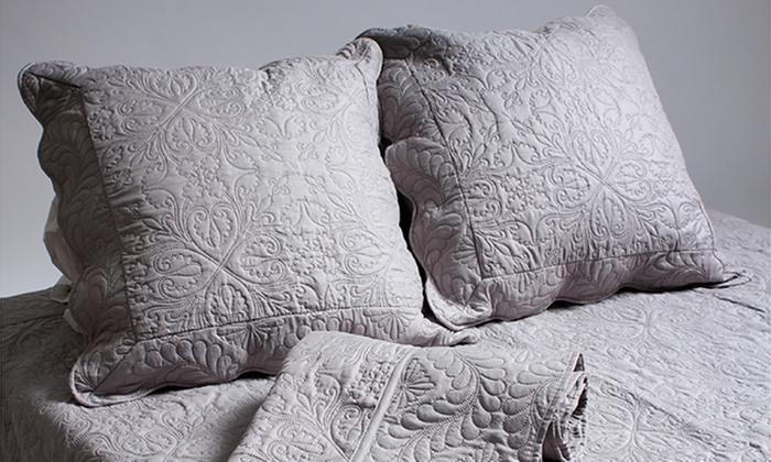 gesteppte bettdecke mit kissen groupon. Black Bedroom Furniture Sets. Home Design Ideas