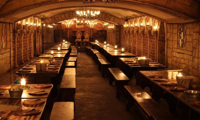 Excalibur - Hannover: Mittelalterliches Gesinde-Gelage mit Jungschweinschinken für 2 oder 4 Personen im Excalibur (bis zu 32% sparen*)